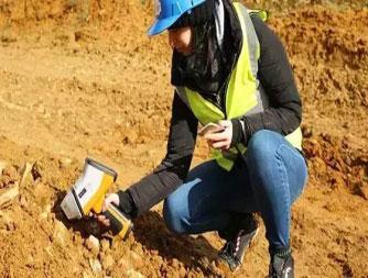 日立手持式土壤重金属光谱仪X-MET8000现场